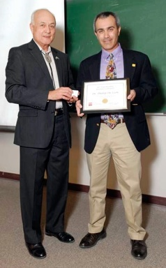 Prof. Phillip De Leon receiving the 2011 Bromilow Award for Research from Dean Ricardo Jacquez, College of Engineering